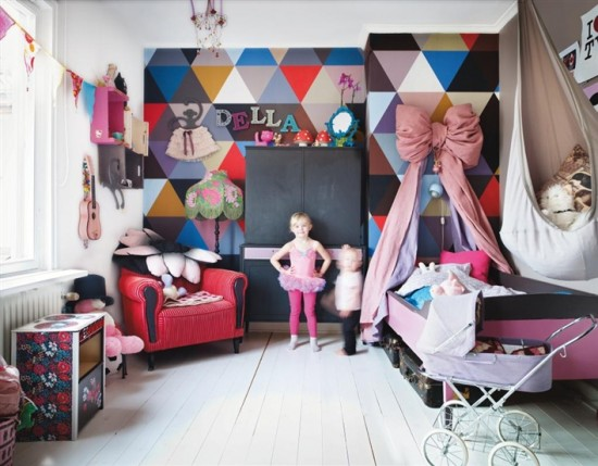 Love this geometic and electric kids room!