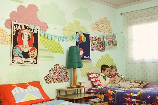 This shared eclectic kids room is gorgeously vintage! LOVE IT!