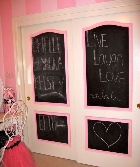 Poodles paris and a pink bedroom design dazzle for Chalkboard paint in bedroom ideas