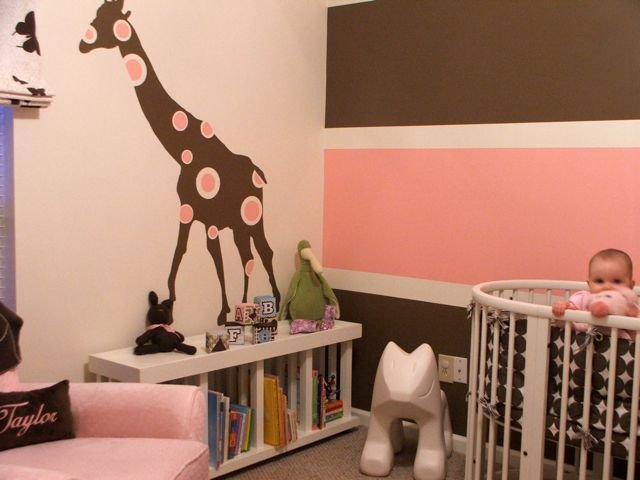 It 39 s a pink brown giraffe design dazzle for Brown and pink bedroom ideas for a girl