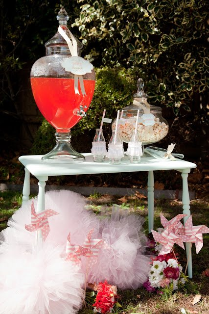Ballerina Pink Tutu Party by Daisy from Leo & Bella! This DIY Birthday party is too perfectly pink for words! This drink table is adorable!