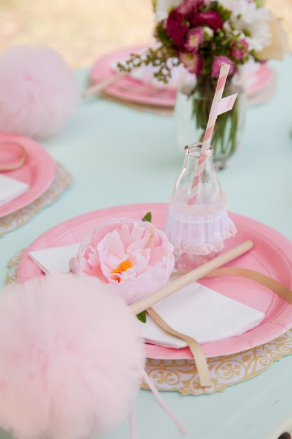 Ballerina Pink Tutu Party by Daisy from Leo & Bella! This DIY Birthday party is too perfectly pink for words! Pink Place Settings!
