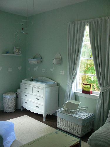 Loving the pop of red in this gorgeous farm themed nursery!
