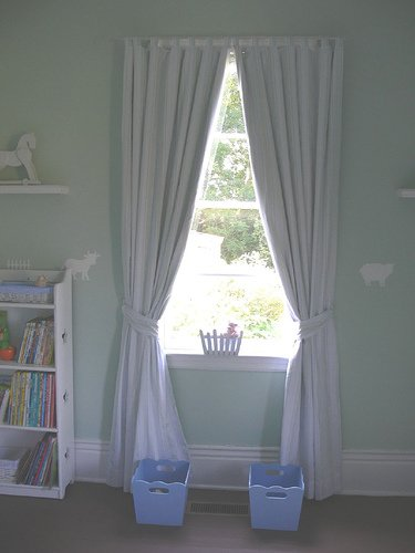 These drapes are so sweet - perfect for a farm themed nursery like this!
