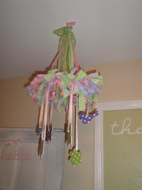 DIY Crib Mobile that is so beautiful! This will look amazing in the nursery! Featured on Designdazzle.com