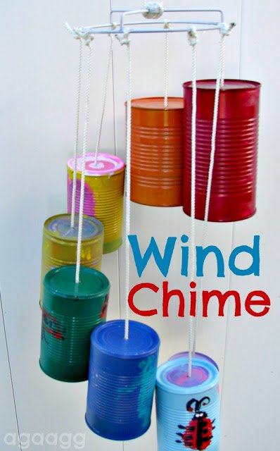 Creative and colorful wind chimes that will be a perfect craft for the kids this summer!