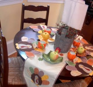 It's An Adorable Thanksgiving Tablescape!