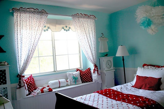 Girl 39 s room red aqua color design dazzle for Colors for a girls room