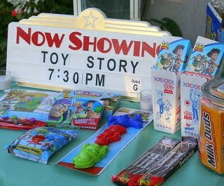 {Summer Camp} Make Your Own Backyard Movie Screen & Host A Movie Party
