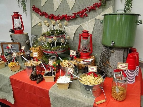 Use burlap in planning camping parties