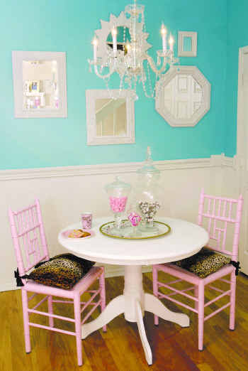 Nice This Dining Nook Shows Another Pairing Of Tiffany With A Pink. The Mirrors  And Pink Chairs Make This Room Simply Darling.