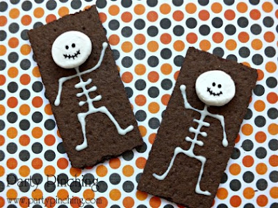 Cute Scary and Gross Halloween Edibles, skeleton snacks, graham crackers