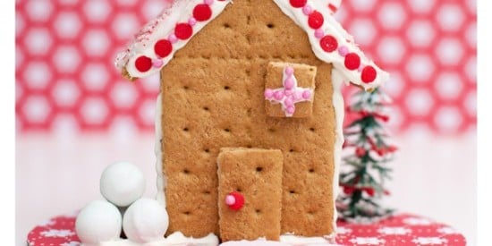 gingerbread-house4-one-charming-party