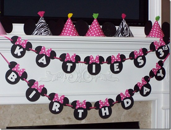 Hot pink and polka dots are so cute with this Minnie Mouse birthday party. Check out the over-the-top adorable party hats with the minnie mouse ears. & Minnie Mouse Party Ideas - Design Dazzle