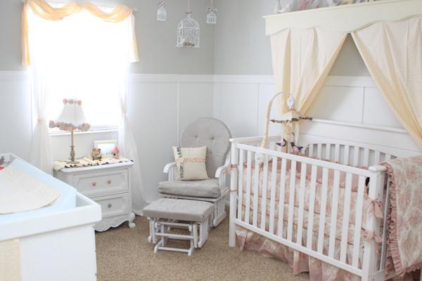 Baby nursery charming diy decor design dazzle - Decorar con friso ...