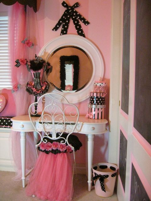 Poodles, Paris and pink make for a cute girls room - Design Dazzle