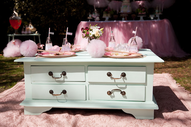 Ballerina Pink Tutu Party by Daisy from Leo & Bella! This DIY Birthday party is too perfectly pink for words! This dessert table is delectable!