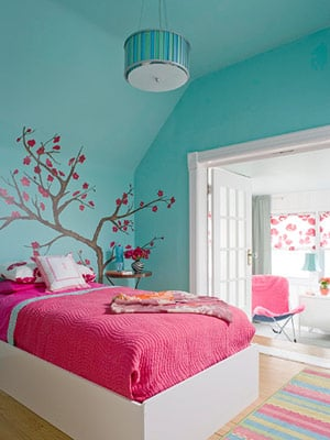 the bedroom and helps bring the room colors together photo from here