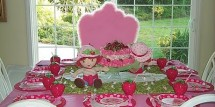 strawberry-shortcake-party-table-decorating-ideas