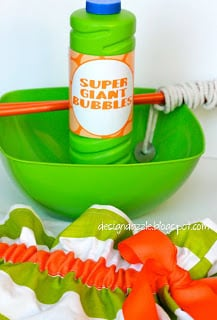 Super giant bubbles! Step-by-step instructions with recipe and secret ingredient! | Design Dazzle