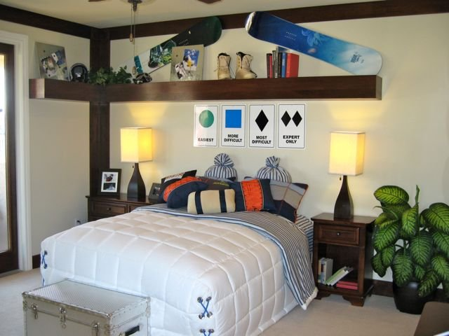 Teen snowboarders room design dazzle for Snowboard decor
