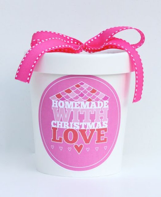 Homemade with Christmas Love - Free Printables! Featured on Design Dazzle