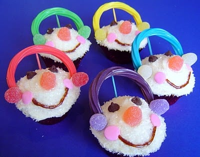 Kids holiday treats! Fun craft that you can eat! Featured on Design Dazzle