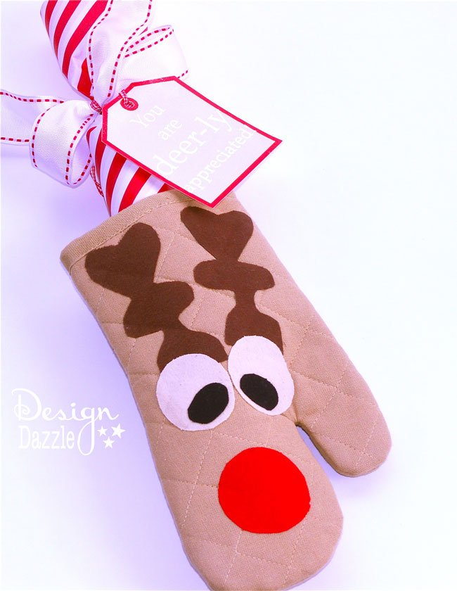"Simple instructions on how to make a ""You are deer-ly appreciated!"" oven mitt gift with recipe to make frozen cookie dough. Free printables. Design Dazzle #christmascrafts #dollarstorecrafts #christmasprintables"