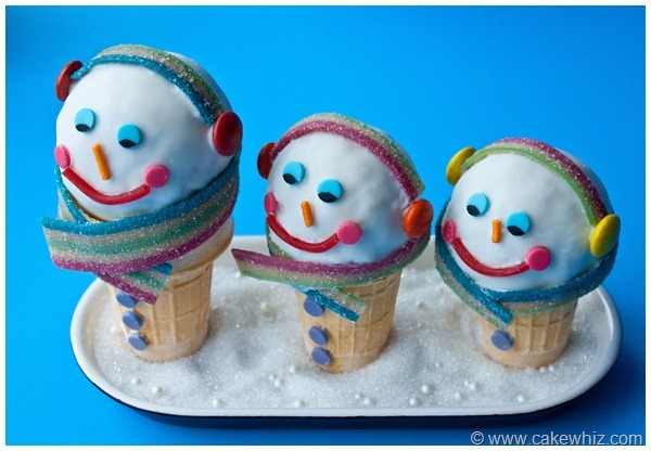 Edible Snowman Cones! How unbelievably cute are these tasty snowman treats! Kids will go nuts for them! Featured on Design Dazzle