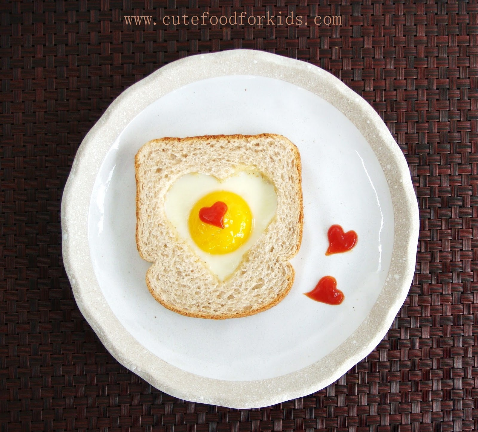 Valentine's Day Egg and Toast! More Valentine's Day Breakfast Ideas at Designdazzle.com