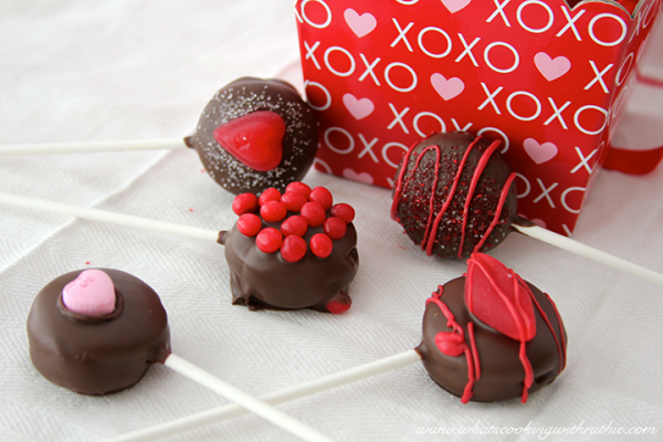 Valentine's Day Sweet Treats! No bake cookie pop! MORE Excellent ideas for the big LOVE day at Designdazzle.com