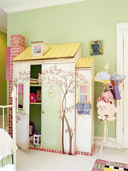 little girls dollhouse closet