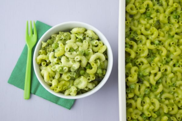 Looking for the perfect St. Patty's Day lunch? Give this St. Patty's Day Mac & Cheese a try. I promise that your kids will love it and you won't regret it!