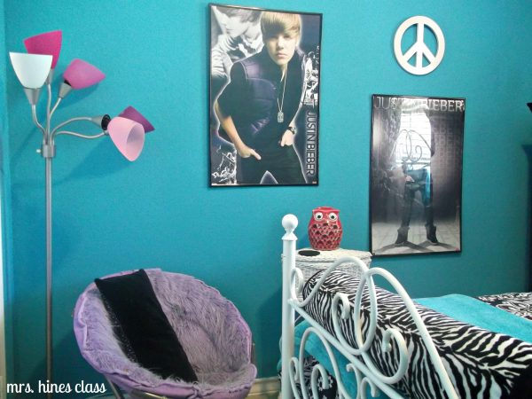 more wall accessories for a teen girls bedroom