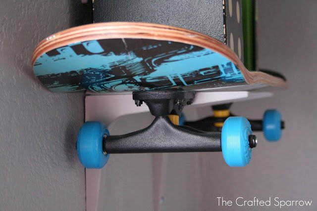 DIY kids room shelving made of skateboards