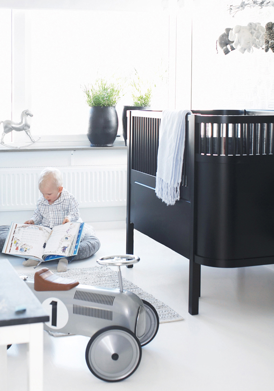 Kids rooms black and white accents for White crib boy nursery