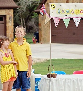 Summer Camp: Easy DIY Lemonade Stand