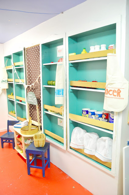 DIY: kids play grocery store shelves