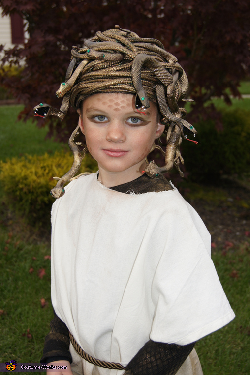 No-Sew Medusa Halloween Costume -- Design Dazzle