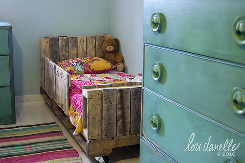 I LOVE reclaimed wood decor...so naturally, I HAVE to make this bed!