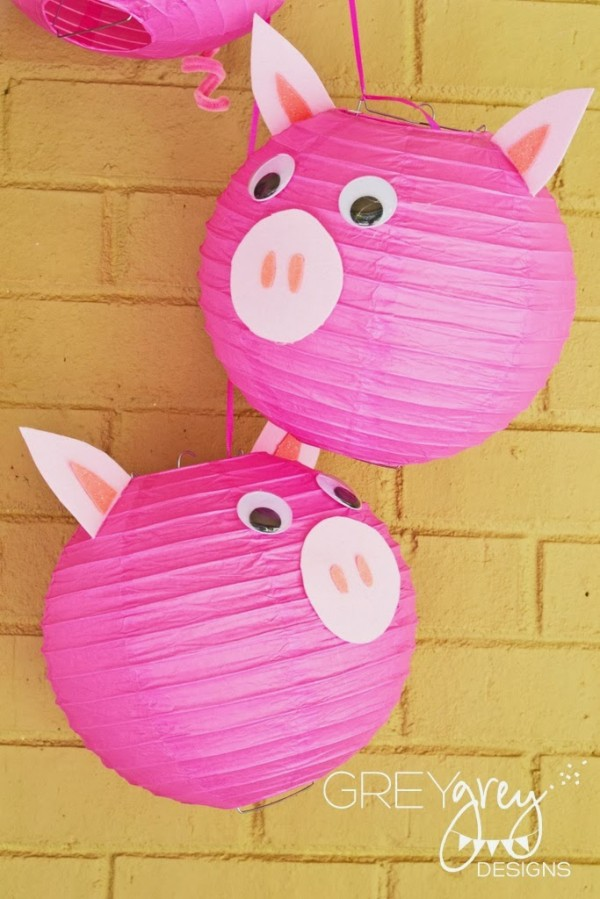 3 little pigs party design dazzle for Pig decorations for home
