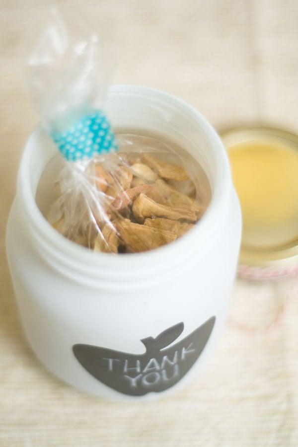 mason jar favors with caramel apple trail mix