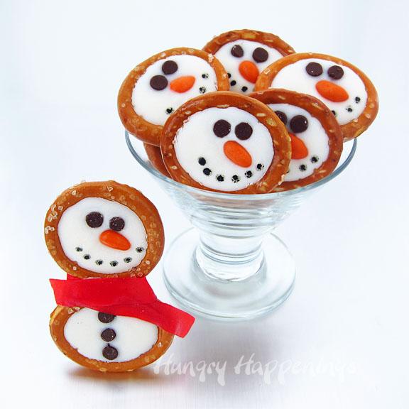 Snowman Pretzels | Christmas Treat Ideas for Kids | kid friendly Christmas treats | holiday treats for kids | Christmas sweets for kids || Design Dazzle #Christmastreats #holidaysweets