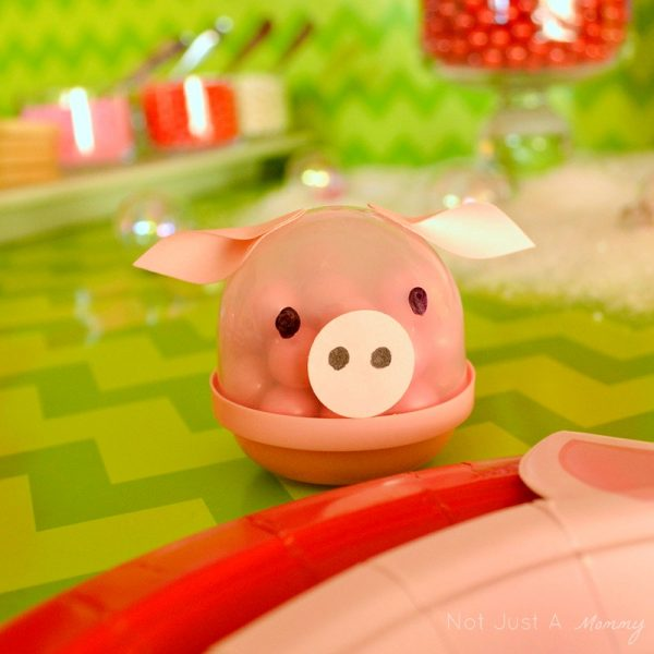 Hoggy Holidays Christmas Party Table piggy capsule
