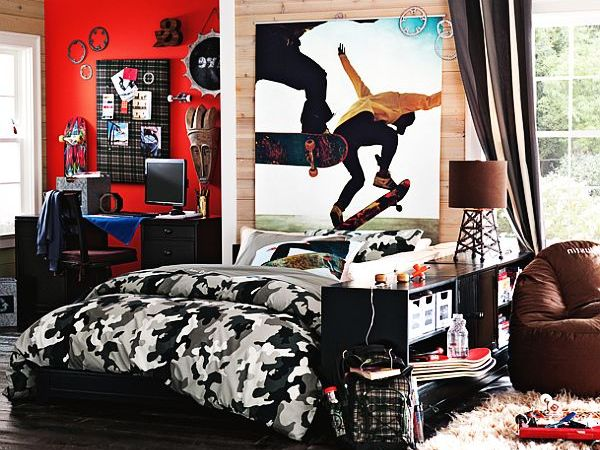 camouflage comforter is perfect for this skateboard themed teen room