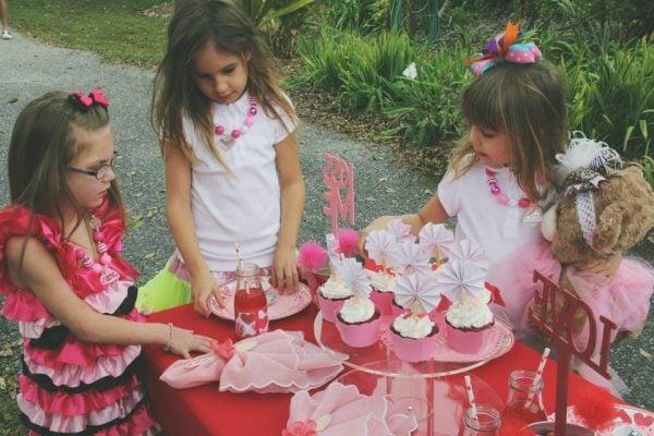 Candy Kisses Valentine party napkins