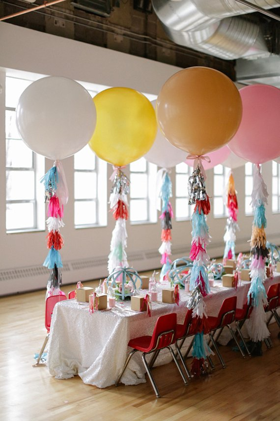 Creative ways to use balloons for kids parties design dazzle for Balloon decoration ideas for kids party