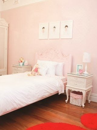 Girl's Glammed Up Room