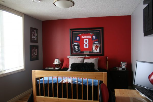 Hockey room ideas design dazzle for Boys room accent wall