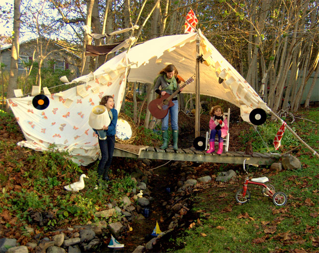 Outdoor tents for kids design dazzle for Homemade forts outdoors